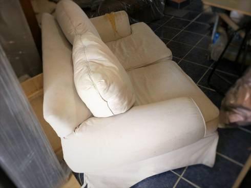 Love Seat antes de la modificación:  de estilo  por Estilo en muebles
