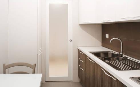 Casa Caffarella: Cucina in stile in stile Moderno di CAFElab studio
