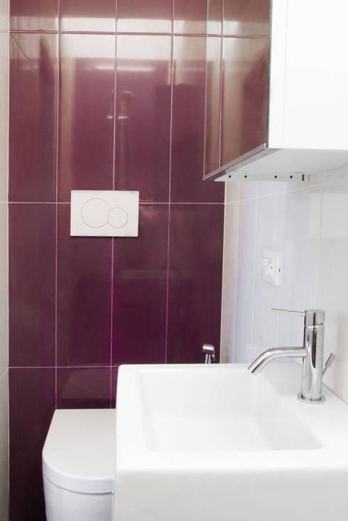 Casa Caffarella: Bagno in stile in stile Moderno di CAFElab studio