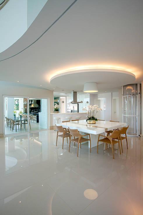 Comedores de estilo  por Arquiteto Aquiles Nícolas Kílaris