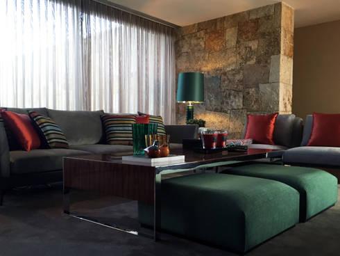 INTERIORES MORADIA: Salas de estar ecléticas por PAULA NOVAIS ARQUITECTOS E DESIGN