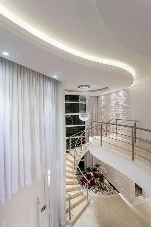 Pasillos y recibidores de estilo  por Arquiteto Aquiles Nícolas Kílaris
