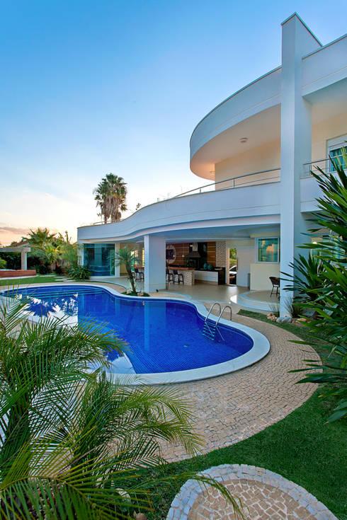 Albercas de estilo  por Arquiteto Aquiles Nícolas Kílaris