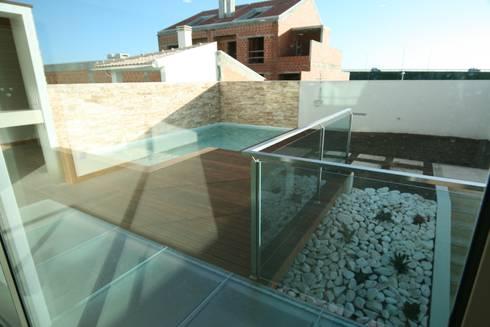Casa 63 Quinta da Barra: Casas modernas por José Vitória Arquitectura