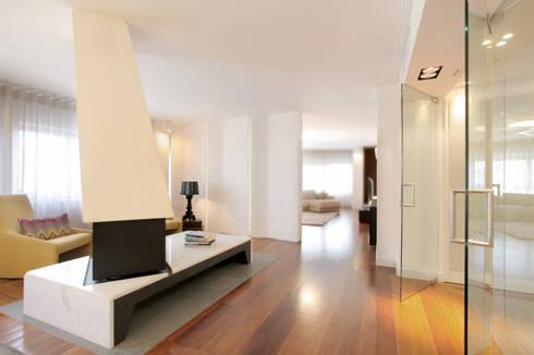 Remodelação T5 Picoas: Salas de estar modernas por BL Design Arquitectura e Interiores