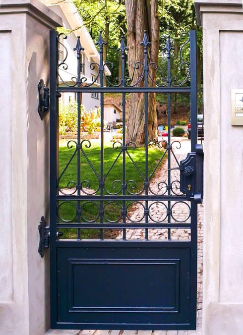 Realizacja ogrodzenia 11: styl , w kategorii Ogród zaprojektowany przez Armet