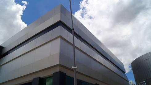 Outlet San Martin: Casas de estilo moderno por Studio Glass