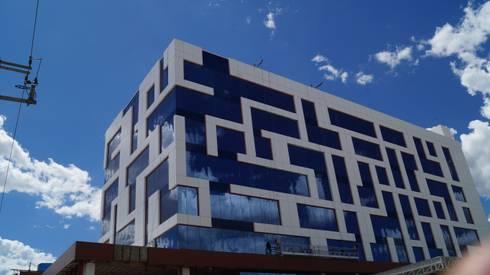 Hotel NH: Casas de estilo moderno por Studio Glass