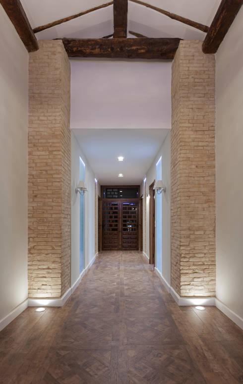 Pasillos y recibidores de estilo  por Raul Garcia Studio