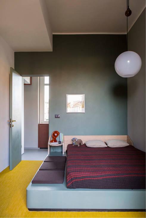 PROMENADE: Camera da letto in stile in stile Moderno di SCEG ARCHITECTS