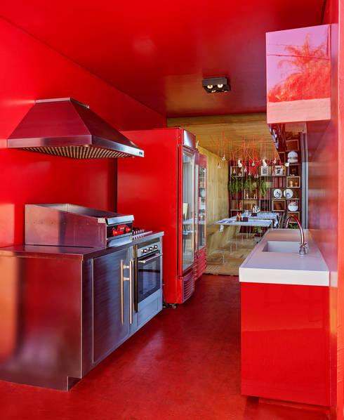 Cozinha: Espaços gastronômicos  por MEIUS ARQUITETURA