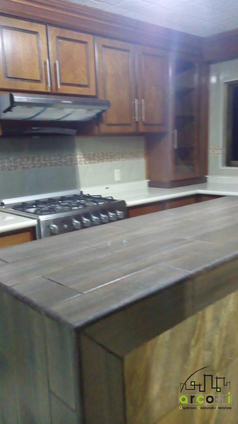 Remodelación Cocina : Cocinas de estilo moderno por ARCO +I