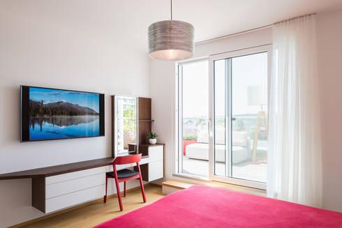 Schminktisch: moderne Schlafzimmer von Kathameno Interior Design e.U.