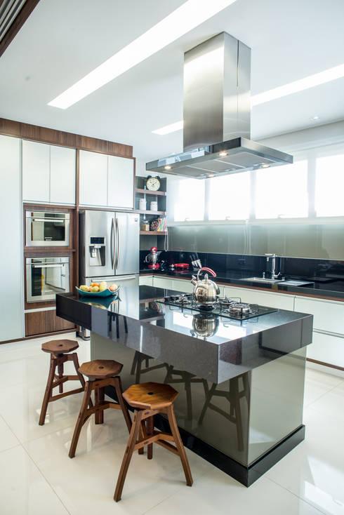 Cocinas de estilo moderno por Camila Castilho - Arquitetura e Interiores