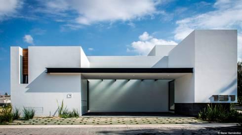 CASA AGR / ADI ARQUITECTURA Y DISEÑO INTERIOR:  de estilo  por Oscar Hernández - Fotografía de Arquitectura