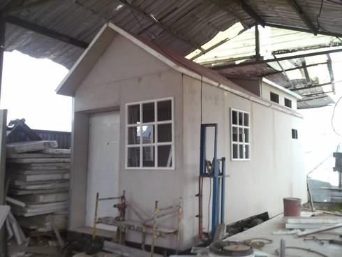 Casa Remolque : Casas de estilo moderno por Sistemas de construcción enceco