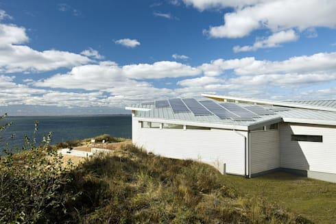 Solar electric system: modern Houses by ZeroEnergy Design