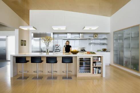 Modern kitchen: modern Kitchen by ZeroEnergy Design