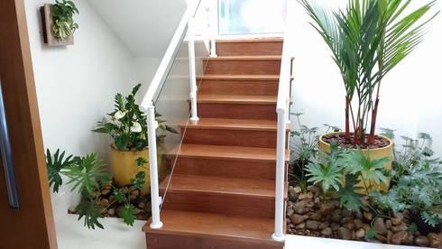 Hall de escada de amaria gon alves home garden feng - Recibidores feng shui ...