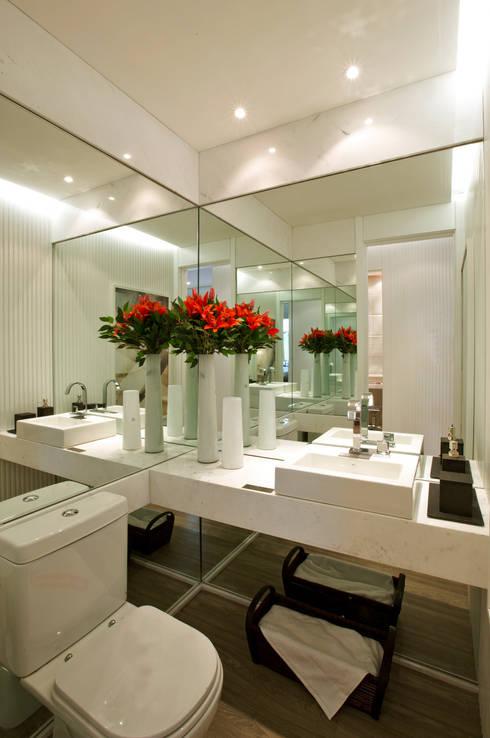 حمام تنفيذ Chris Silveira & Arquitetos Associados