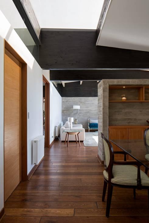 proyecto: Livings de estilo  por SUN Arquitectos
