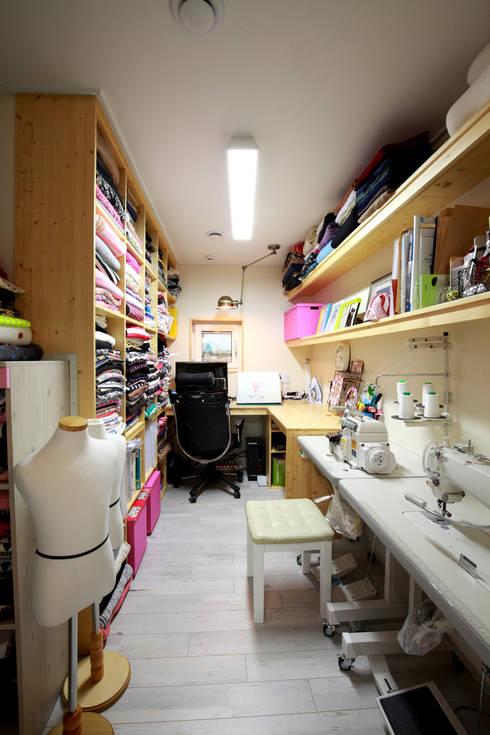 Closets de estilo moderno por 주택설계전문 디자인그룹 홈스타일토토