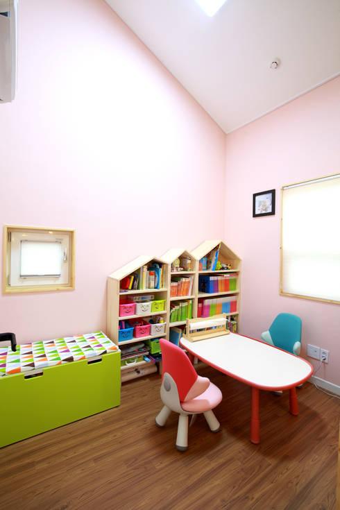 Projekty,  Sypialnia zaprojektowane przez 주택설계전문 디자인그룹 홈스타일토토
