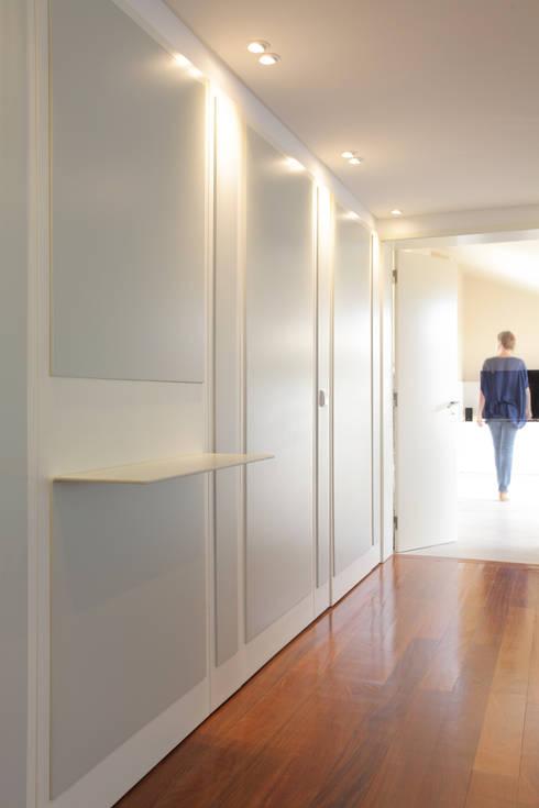 Ingresso & Corridoio in stile  di fernando piçarra fotografia