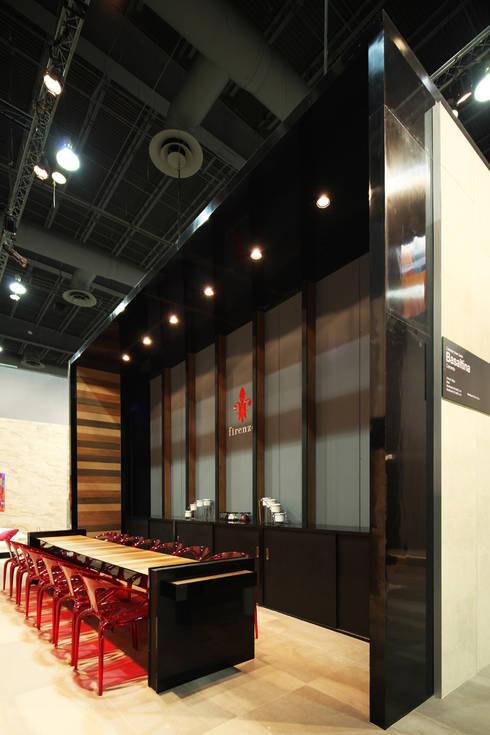 Firenze Expo CIHAC 2014: Estudios y oficinas de estilo moderno por Local 10 Arquitectura