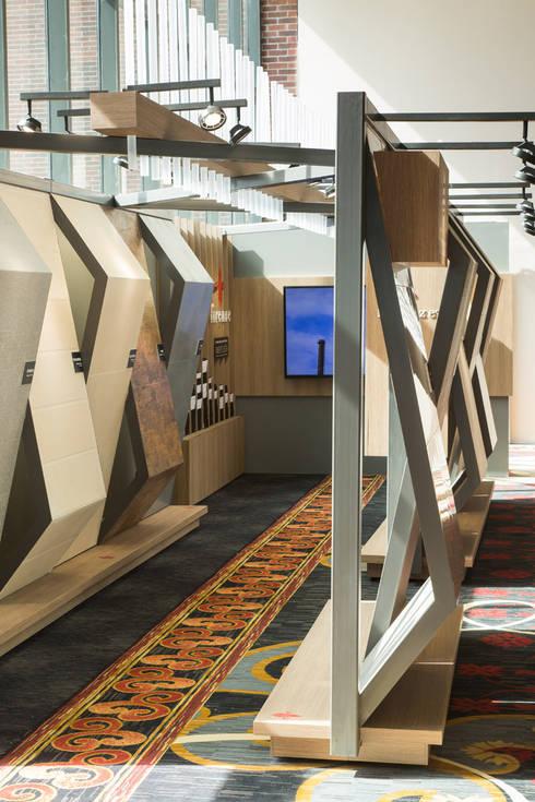 Stand Boboli - Local 10 Arquitectura: Estudios y oficinas de estilo moderno por Local 10 Arquitectura