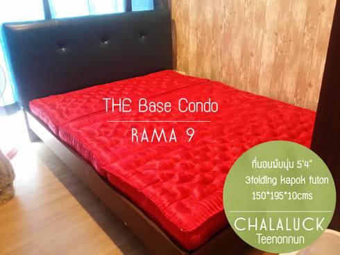 ที่นอนพับได้ 5ฟุต หนา 4นิ้ว queen size organic thai futon:  ห้องนอน by chalaluck