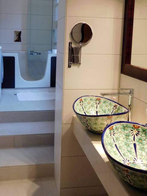originelle handbemalte waschbecken f r die g ste toilette von mexambiente e k homify. Black Bedroom Furniture Sets. Home Design Ideas