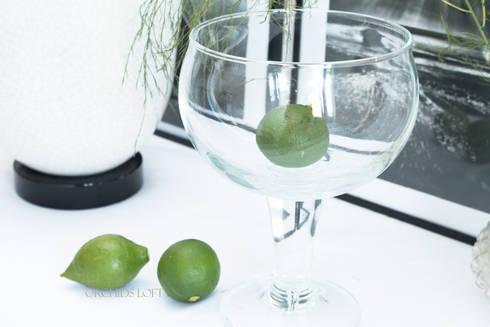 Green decor: Salas de jantar modernas por ORCHIDS LOFT
