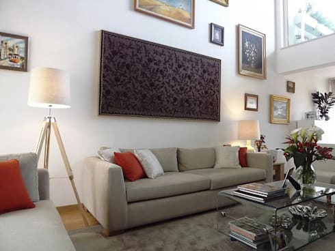 Sala - Zona de TV: Sala de estar  por Traço Magenta - Design de Interiores