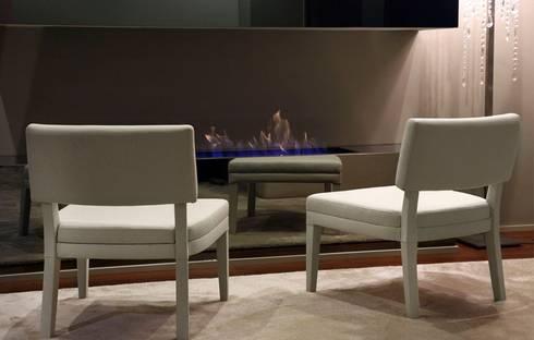 Cadeirões, Poltronas Armchairs www.intense-mobiliario.com  ERIALC http://intense-mobiliario.com/pt/cadeiroes-poltronas/10266-cadeirao-erialc.html: Sala de estar  por Intense mobiliário e interiores;