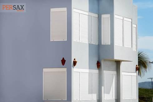 persianas europeas : Puertas y ventanas de estilo moderno por Fensteq