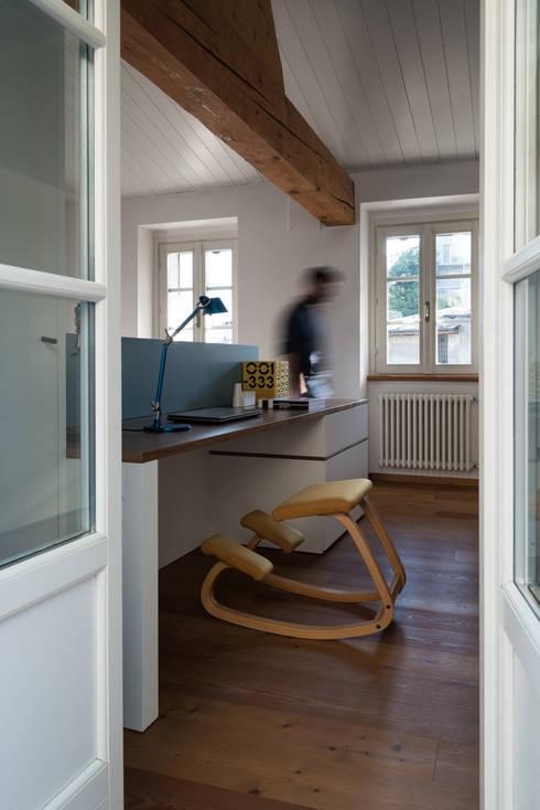 La stanza di Gio: Camera da letto in stile  di Stefano Viganò Architetto