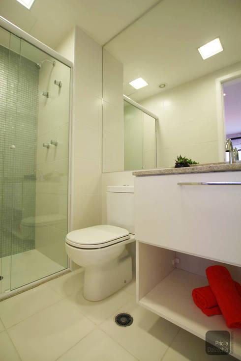 Banho: Banheiros  por Pricila Dalzochio Arquitetura e Interiores