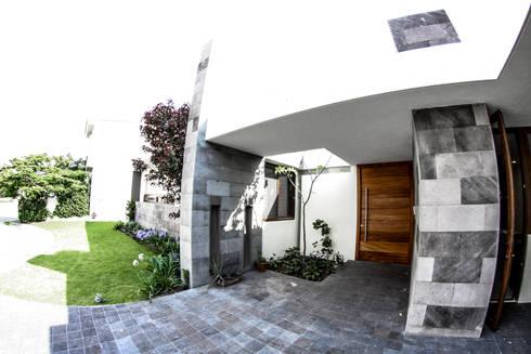 San Angel: Ventanas de estilo  por 2M Arquitectura