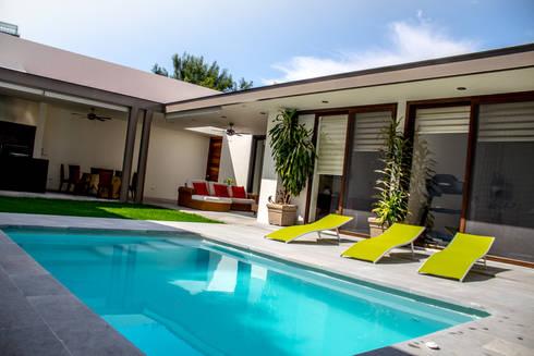 San Angel: Albercas de estilo moderno por 2M Arquitectura