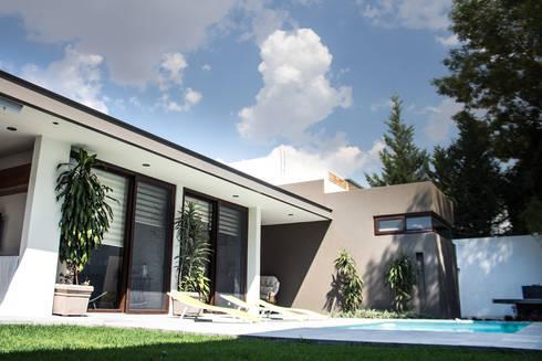 San Angel: Terrazas de estilo  por 2M Arquitectura