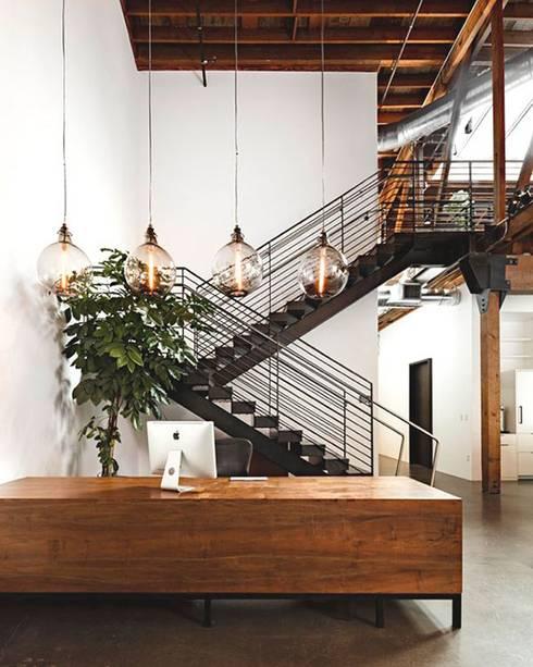 Escada de Acesso com Patamar central para descanso : Espaços comerciais  por Kapp Industrial do Brasil
