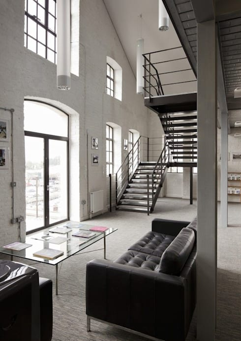Escada Metálica com dois Patamares para Descanso: Edifícios comerciais  por Kapp Industrial do Brasil