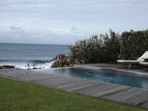 Beach Home: modern Garden by Simon Clements: Garden & Landscape Design
