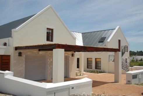 House Grobler, De Zalze Winelands & Golf Estate (Stellenbosch): minimalistic Houses by Reinier Brönn Architects & Associates