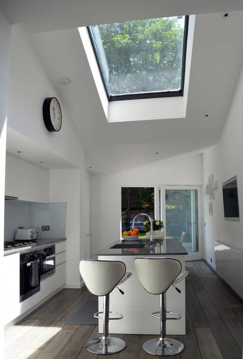 South Hill Park: modern Kitchen by Belsize Architects