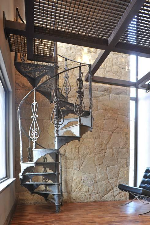 The Oak Tree Studio, Bloemfontein:  Corridor & hallway by Reinier Brönn Architects & Associates