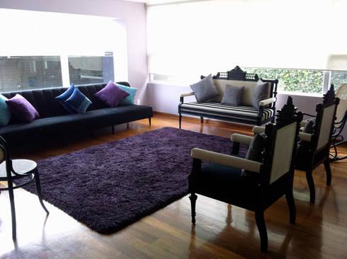 Del Sol Decor: Salas de estilo clásico por Erika Winters Design