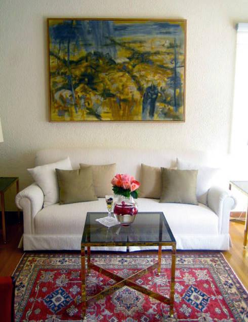 Embajada de Irlanda : Salas de estilo ecléctico por Erika Winters Design