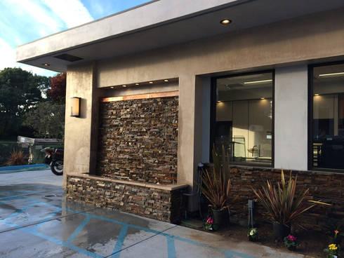 7 Eleven – 76 Gas Station San Francisco: Casas de estilo moderno por Erika Winters Design